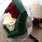 バレンタインや記念日にプレゼント、手作りチョコに簡単ミニ花束を添えて